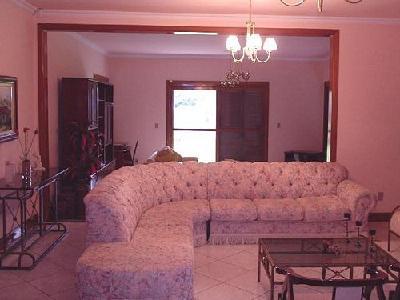 Sítio com 5,05 Hectares, com casa térrea (535m) de 4 dormitórios, 2 suítes (1 c/closet e hidro dupla).